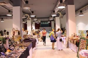 Domáce suveníry v niekdajšom obchodnom dome Belehrad ponúka združenie na zachovanie starých remesiel Naše ruky