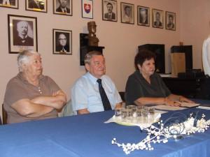 Hlavní aktéri literárneho večierka v Petrovci: (zľava) Viera Benková, Jaroslav Rezník a Katarína Melegová-Melichová