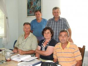 Rada MS Kysáč: (sedia) Ján Slávik, Mária Balcová, Nedeljko Lugonja, (stoja) Janko Pavlov a Branko Predojević