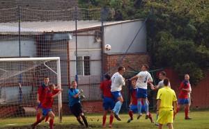 Márne Kysáčania v druhom polčase pritlačili súpera; gól dať nevedeli